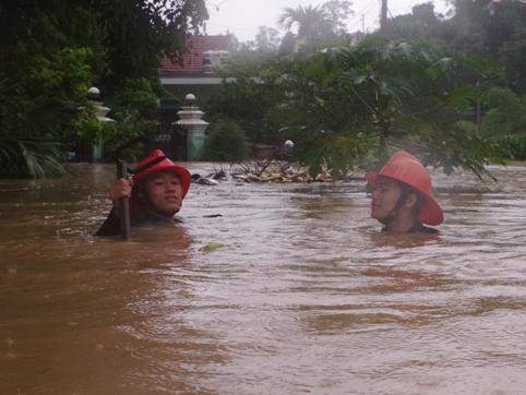Quang Ninh ngap sau 2 m, 17 nguoi tu vong hinh anh