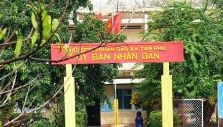 Trụ sở UBND xã Tân Phú có nhiều cán bộ sử dụng bằng cấp giả.