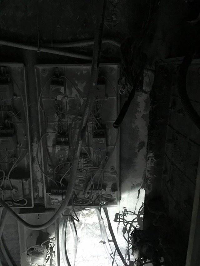 Khói đen bốc lên từ tầng kỹ thuật điện (tầng 9) của tòa nhà và lan dần ra các tầng khác