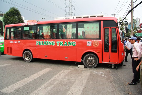 Xe Phuong Trang lai tong nguoi vang xa ca chuc met hinh anh