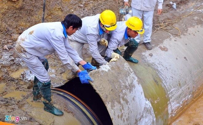 Ha Noi xay nha may nuoc song Hong 3.700 ty dong hinh anh 1 Đường ống nước sạch Sông Đà vỡ lần 13. Ảnh: Hoàn Nguyễn.