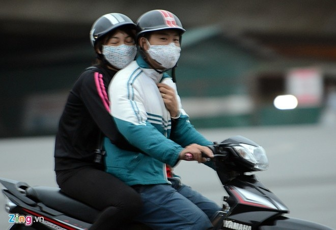 Bac Bo dau tuan hung nang hinh anh 1 Đeo khẩu trang để bảo vệ họng khi trời lạnh là điều cần thiết. Ảnh: Anh Tuấn