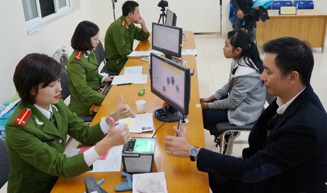 Hang loat luat moi co hieu luc tu 1/1/2016 hinh anh 2 Quy trình cấp thẻ CCCD khá giống với cấp CMND 12 số. Ảnh: Việt Đức.