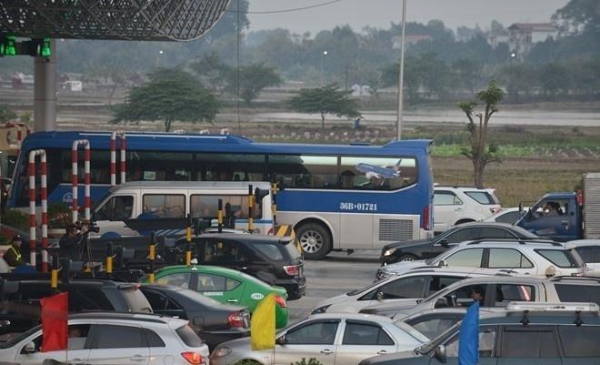Bo Giao thong van tai: Taxi va xe khach phai giam cuoc ngay hinh anh