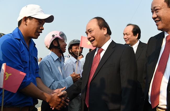 Mot thang cua Thu tuong Nguyen Xuan Phuc qua nhung con so hinh anh