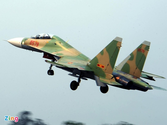 Hang tram tau thuyen, may bay tim Su-30 mat tich hinh anh