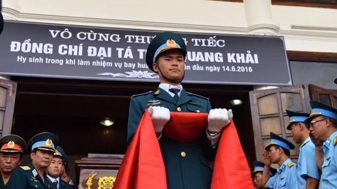 Hinh anh xuc dong trong dam tang phi cong Tran Quang Khai hinh anh
