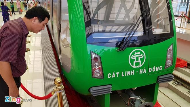 Can canh tau duong sat tren cao tuyen Cat Linh - Ha Dong hinh anh