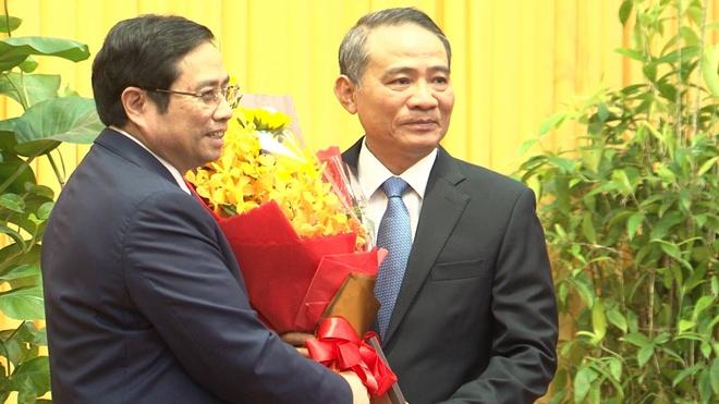 Trao quyet dinh phan cong ong Truong Quang Nghia lam Bi thu Da Nang hinh anh