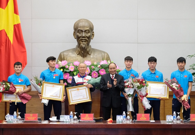 Thu tuong don U23 Viet Nam: Chua bao gio doi lau ma vui the hinh anh 2