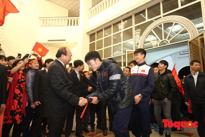 Thu tuong don U23 Viet Nam: Chua bao gio doi lau ma vui the hinh anh 1
