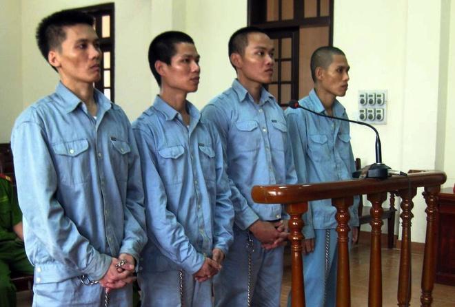 4 bị cáo tại phiên xét xử ngày 3/6.