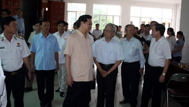 Thu tuong: Viet Nam dang hoan thien ho so phap ly hinh anh 1 Thủ tướng Nguyễn Tấn Dũng và các cử tri của quận Ngô Quyền - Hải Phòng bên lề buổi tiếp xúc