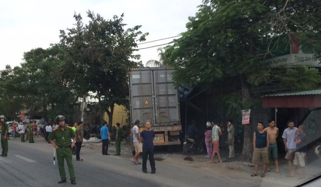 Container dam sap nha anh 1