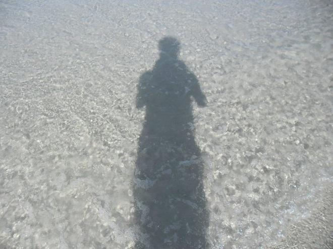 Quan Lan - bai bien dep va hoang so nhat mien Bac hinh anh 2 2.Nước biển trong văn vắt. Vì còn rất hoang sơ, nên các bãi biển ở Quan Lạn đều rất sạch, cát trắng, mịn và nước trong.