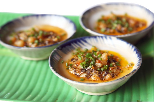 17 mon ngon dang dong tien bat gao o Da Nang hinh anh 7 Bánh bèo làm bằng bột gạo ăn từng chén, vừa vui tay vừa ngon miệng.