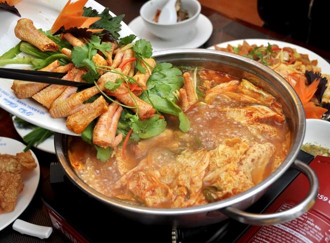 Thuong thuc lau chan ga kim chi dang hot hinh anh 10