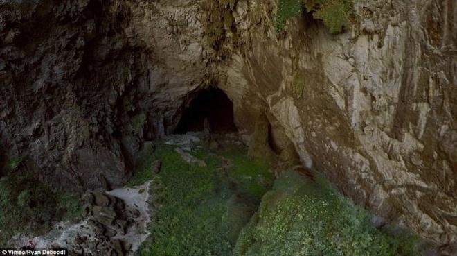'Toi muon khoc thet vi hang Son Doong qua dep' hinh anh 3 Khoảng không gian bên trong hang Sơn Đoòng - Ảnh: Ryan Deboodt.
