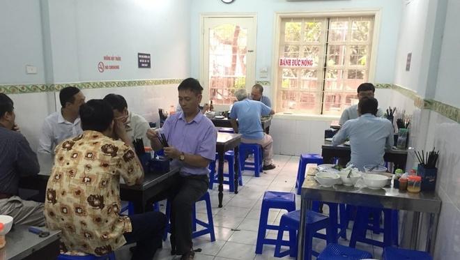 Tiem bun cha Ha Noi dong khach hon sau bua toi cua Obama hinh anh 3