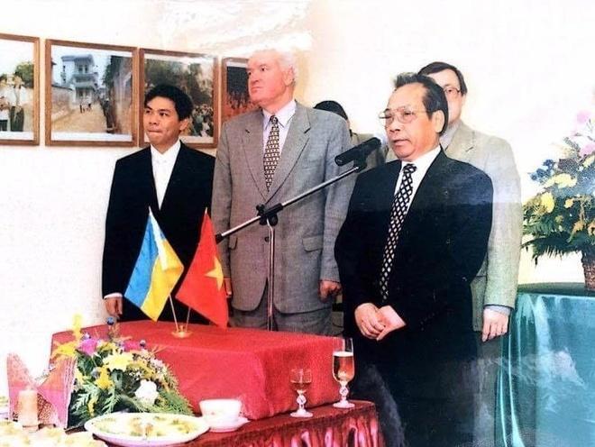 Ty phu Pham Nhat Vuong thuo lap nghiep o Kharkov hinh anh