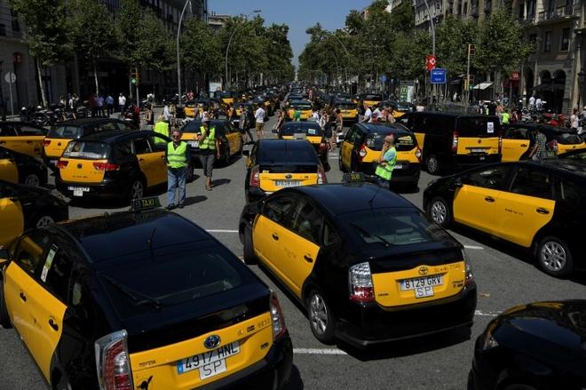 15.000 tai xe taxi dinh cong phan doi Uber tai Tay Ban Nha hinh anh