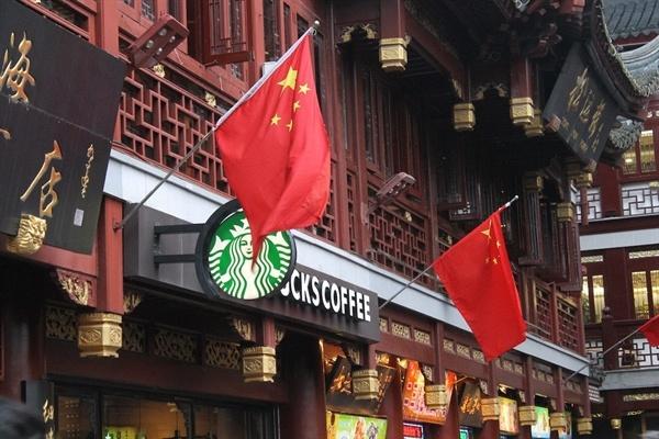 Dan Trung Quoc tay chay McDonald's, Starbucks hinh anh
