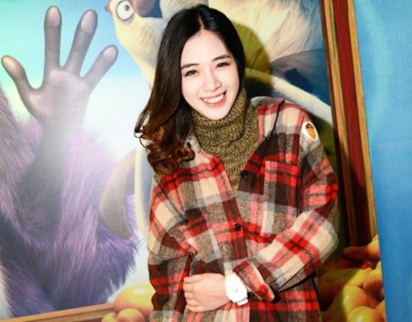 Khi hot girl Viet kem xinh vi loi thoi trang hinh anh 6 Ajuma (thím, bà cô, bà nội trợ trong tiếng Hàn) là những người bị coi là hơi luộm thuộm và lỗi thời về thời trang. Bộ trang phục này của Hà Min đã
