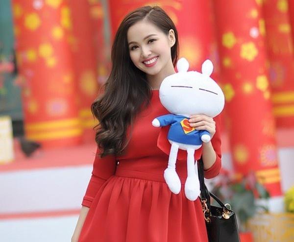 Khi hot girl Viet kem xinh vi loi thoi trang hinh anh 11 Một lần khác, cô lại vô ý chọn một chiếc váy có kích thước quá rộng so với cơ thể, khiến vóc dáng trông