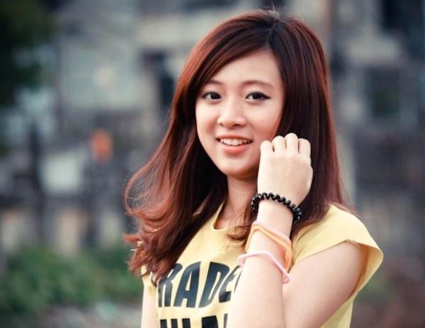 Chan dung nu sinh Thuong mai xinh dep, doc rap than sau hinh anh