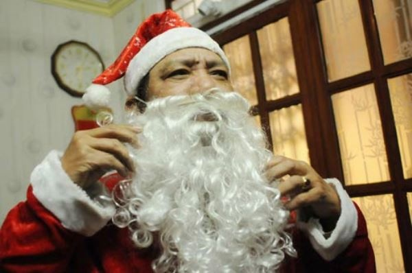 Ong gia Noel phien ban Viet di 'tac nghiep' hinh anh 6