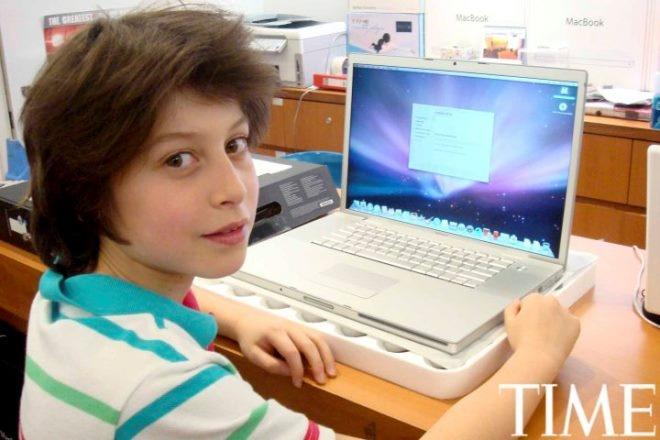 Tuoi tho it biet ve than dong so huu khoi tai san khong lo hinh anh 13 Nick (13 tuổi) và chiếc máy tính Macbook Pro thứ 2 của cậu.