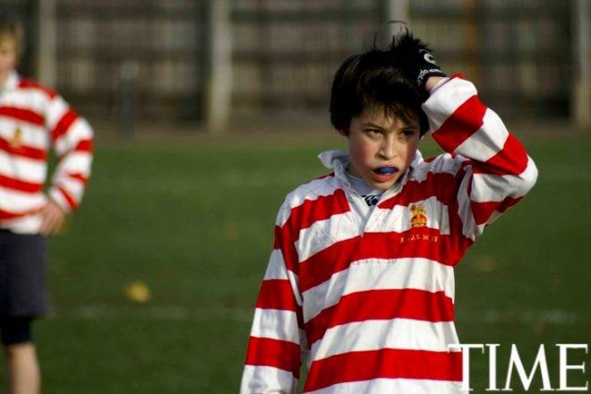 Tuoi tho it biet ve than dong so huu khoi tai san khong lo hinh anh 14 Nick (13 tuổi) chơi bóng bầu dục.