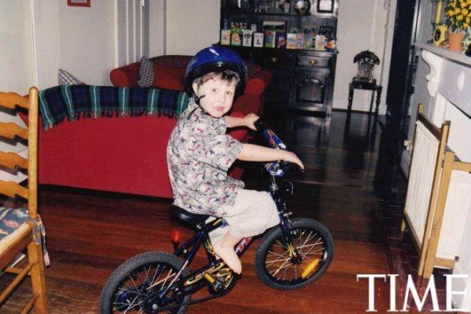"""Tuoi tho it biet ve than dong so huu khoi tai san khong lo hinh anh 4 Nick (5 tuổi) và món quà Giáng sinh của cậu. """"Chiếc xe thật bé, cháu được phép đạp xe khắp nhà""""."""