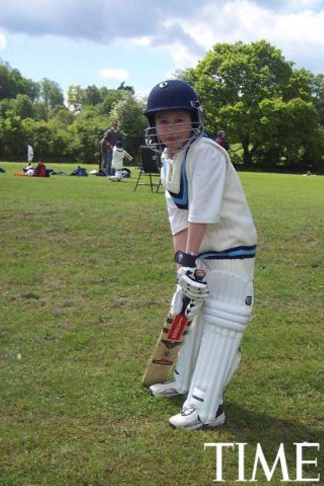 Tuoi tho it biet ve than dong so huu khoi tai san khong lo hinh anh 10 Nick (10 tuổi) chơi Cricket.