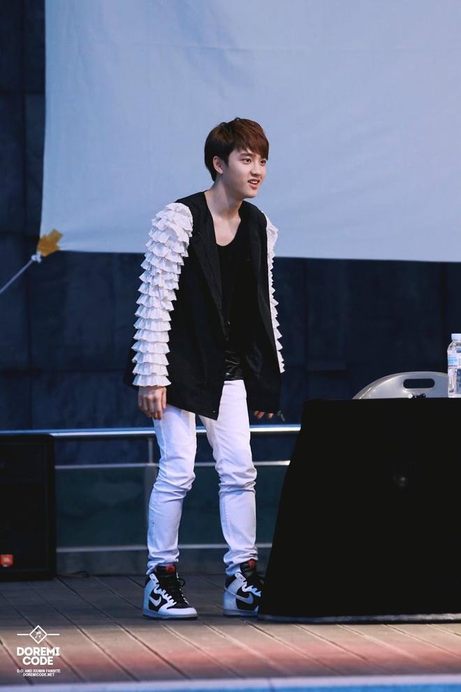 Jin (BTS) va dan sao nam Han dien do kho hieu truoc cong chung hinh anh 2