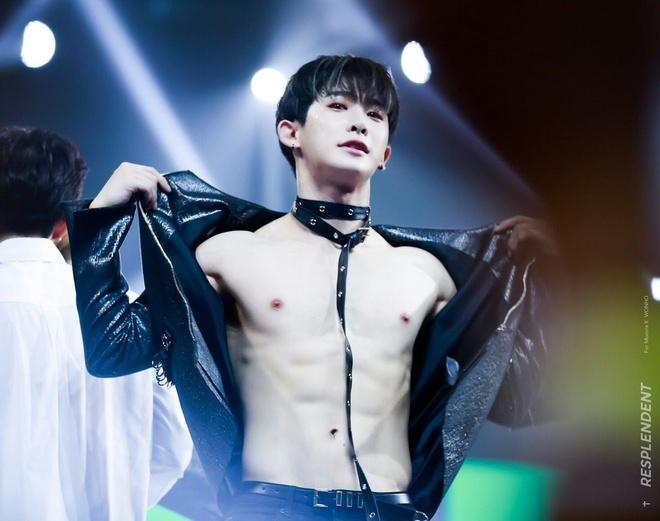 Jin (BTS) va dan sao nam Han dien do kho hieu truoc cong chung hinh anh 4
