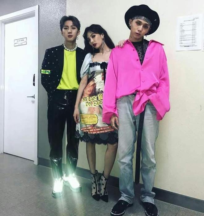 Jin (BTS) va dan sao nam Han dien do kho hieu truoc cong chung hinh anh 7