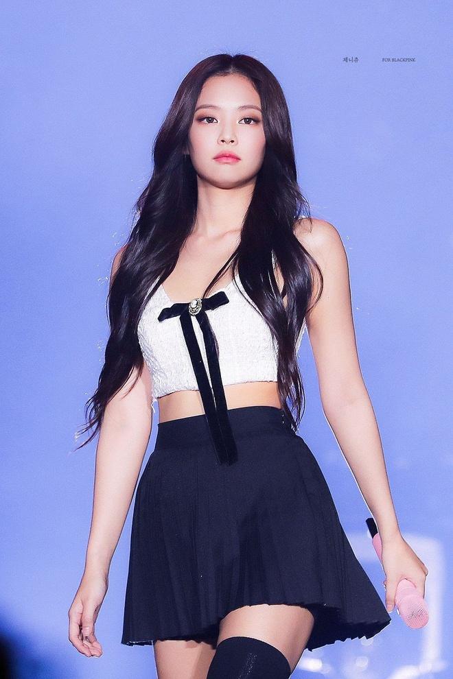 Jennie va dan my nhan sinh nam 1996 chuong dien vay ao khoe dang sexy hinh anh 1