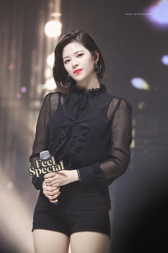 Jennie va dan my nhan sinh nam 1996 chuong dien vay ao khoe dang sexy hinh anh 4