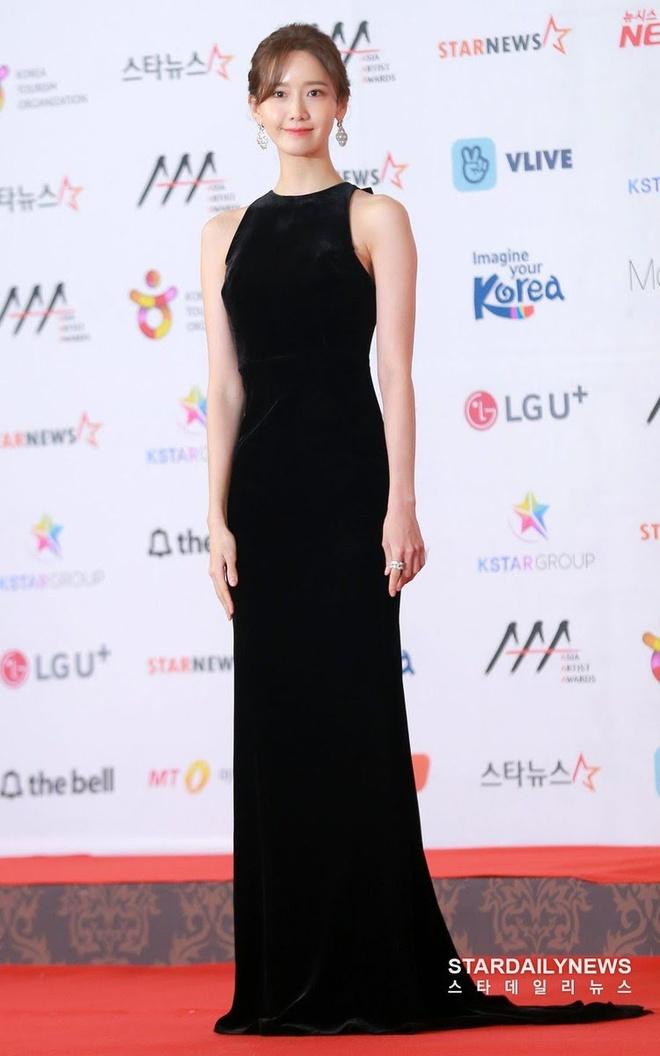 9 lan Yoona mac vay ho vai khoe dang goi cam tai su kien hinh anh 12