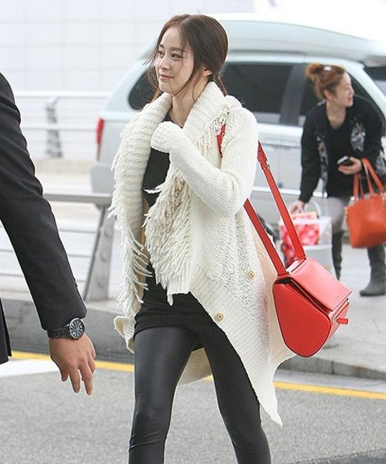 Kim Tae Hee ngoai doi thich mac do trang nhung deo tui hieu mau sac hinh anh 9 ham1477191371.jpg