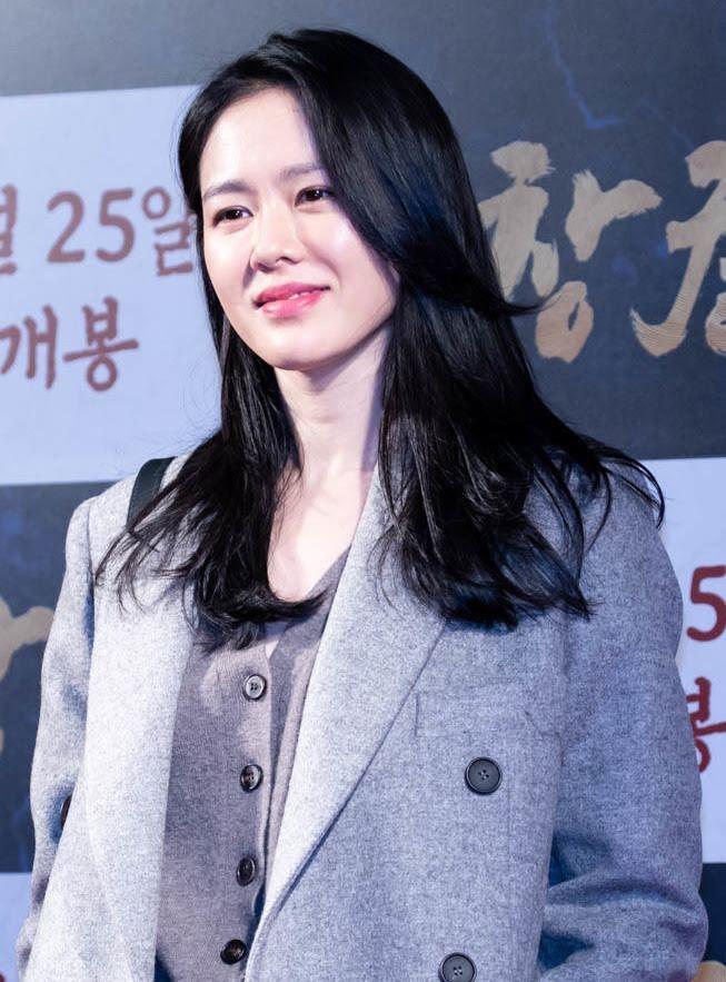 thoi trang san bay cua Son Ye Jin anh 1