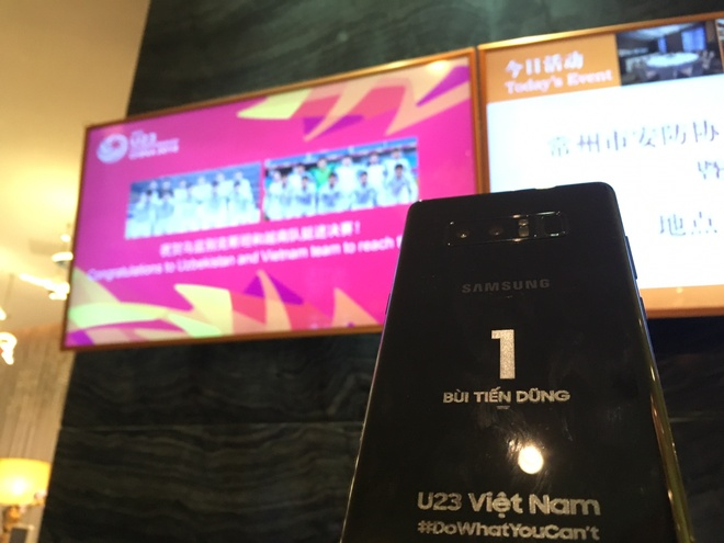 Samsung tang moi cau thu mot chiec Note 8 voi ten khac tren than may hinh anh