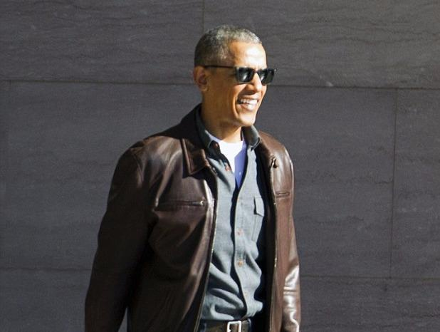 Obama tuoi cuoi xuat hien cung vo giua nghi an 'nghe len' hinh anh