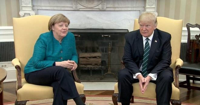 Khoang khac guong gao giua ong Trump va ba Merkel hinh anh