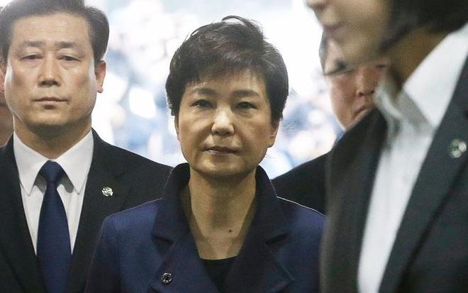 Han Quoc bat giam cuu tong thong Park Geun Hye hinh anh