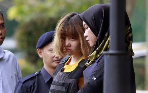 Doan Thi Huong: Hai thang tu san bay toi toa an hinh anh