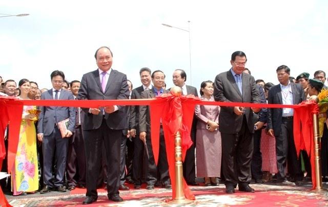 Thu tuong Nguyen Xuan Phuc tham Campuchia anh 1