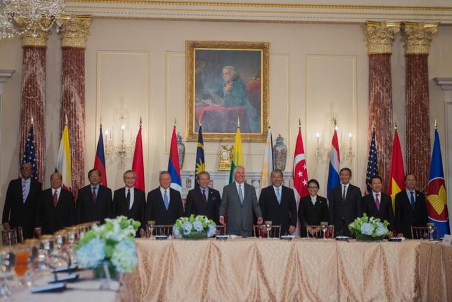 ASEAN hoan nghenh ong Trump du APEC tai Viet Nam anh 1