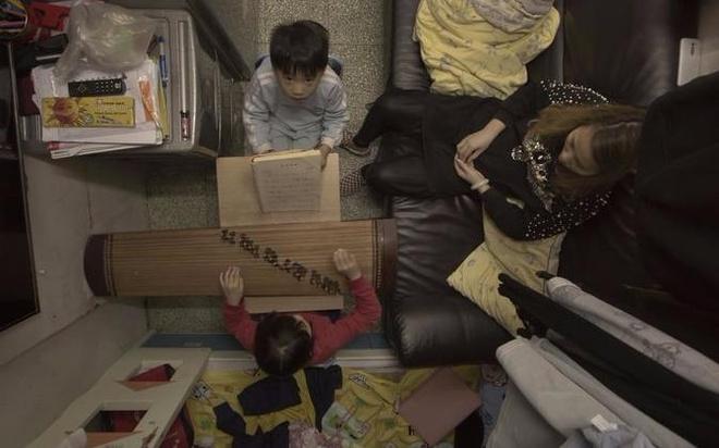 Nguoi ngheo o Hong Kong chat vat trong 'nha quan tai' hinh anh